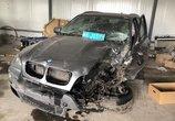 宝马X5被4S店技师开进绿化带撞到报废,4S店却只想赔一辆二手车?