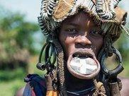 """非洲最""""时尚""""的部落:女孩10岁就割唇,唇盘越大,人们越喜欢"""