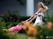 伊万卡和丈夫在白宫野餐画面