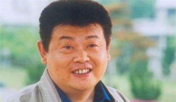 他去世十四年,冯小刚替他还百万巨债,葛优帮他养儿子,感人至深