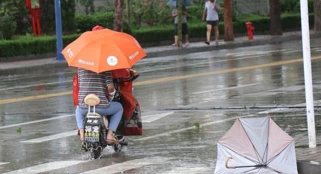 "<b>今日台风""利奇马""将登陆山东 多地出已现暴雨积水</b>"