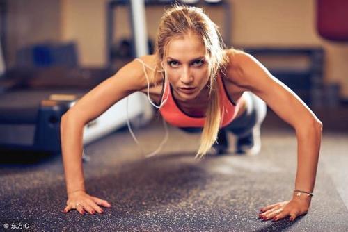 5个徒手健身动作,不用去健身房,在家练出肌肉