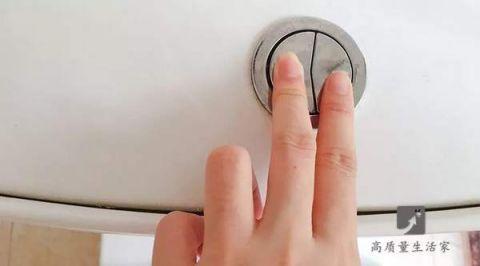 马桶水箱上的两个按钮,用错了白交好多水费!