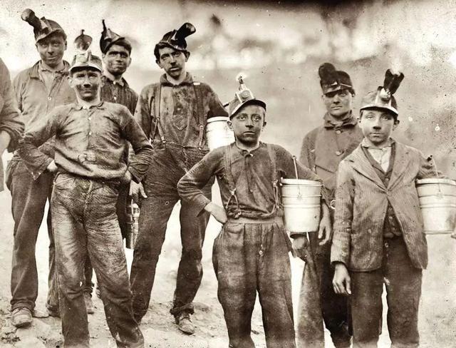 <b>美国男童矿工的真实生活:看了让人心疼</b>