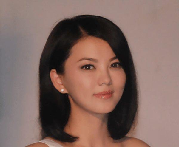 李湘为什么有那么多钱,当听到何炅对她的称呼就明白了,太厉害了