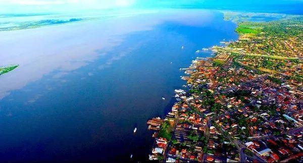 """玛瑙斯被称为""""亚马逊心脏""""""""森林之城""""."""
