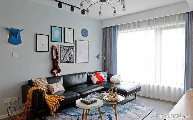 89北欧风格装修设计,原木家具与浅蓝色墙面搭出安静舒适的氛围