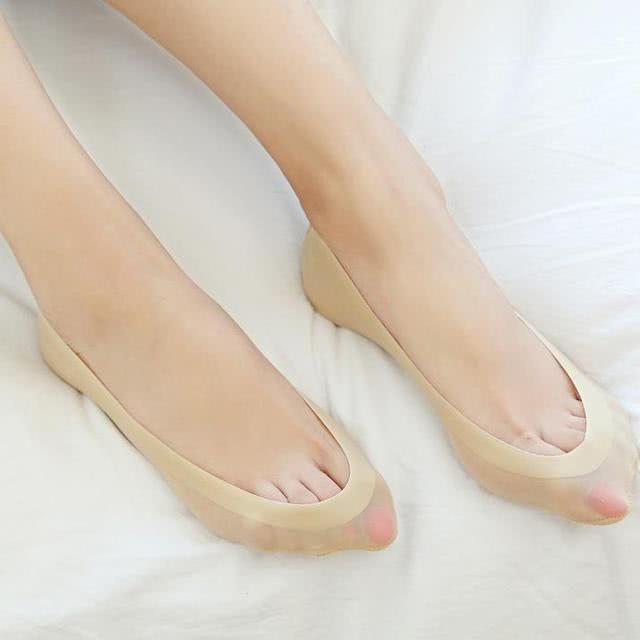 春夏穿着冰丝船袜,露出玉足很抢眼出入境情趣用品泰国图片