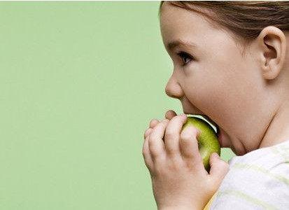 宝宝吃生苹果好 还是蒸熟的苹果好