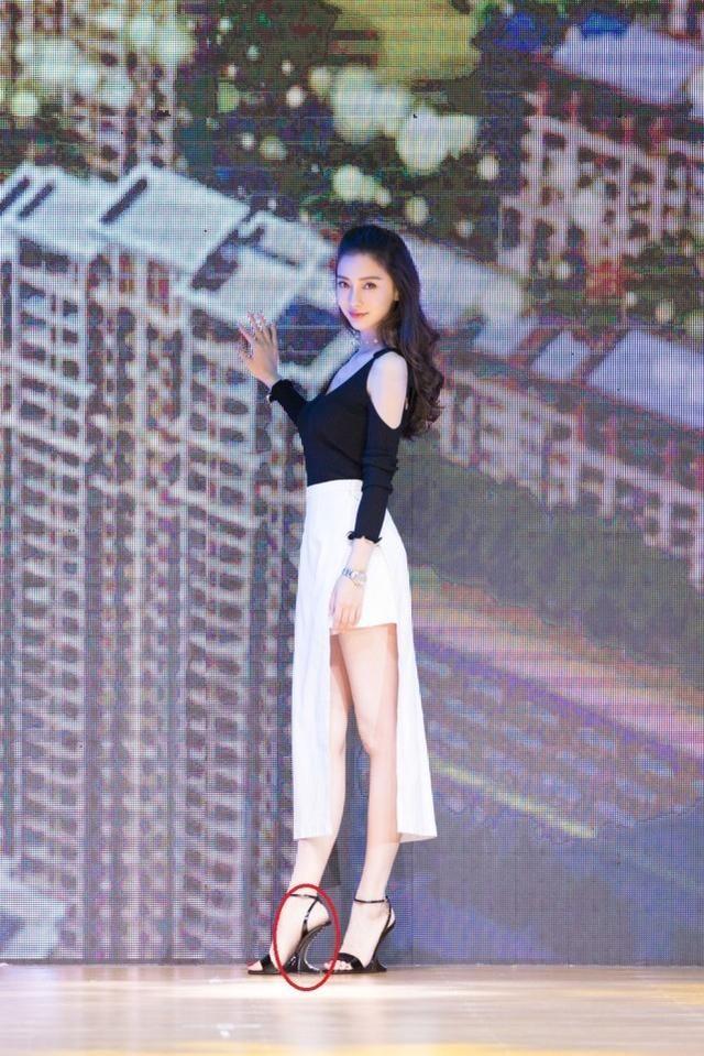 不愧是教主夫人,这双高跟鞋叫杨颖的高跟鞋,杨主韩国播性感女写真