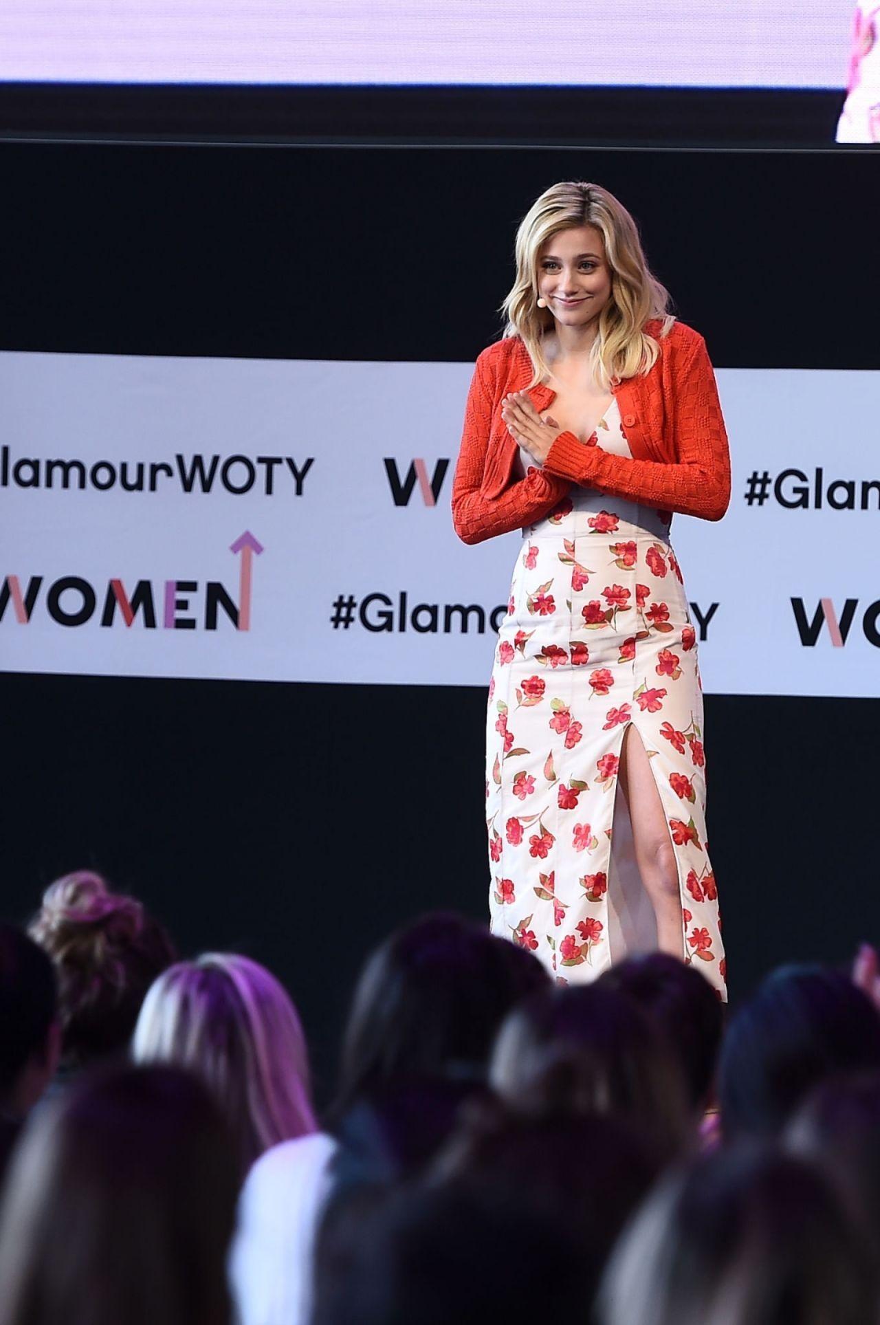 纽约件套lilireinhart睡衣长裙演讲美国某出席情趣碎花三透明女星图片