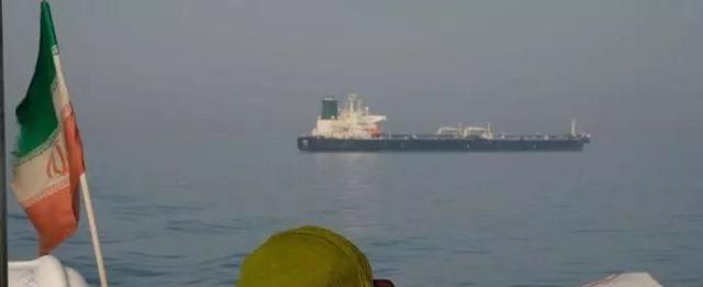 伊朗大批军舰出动!英国终于扛不住了,宣布放船放人!