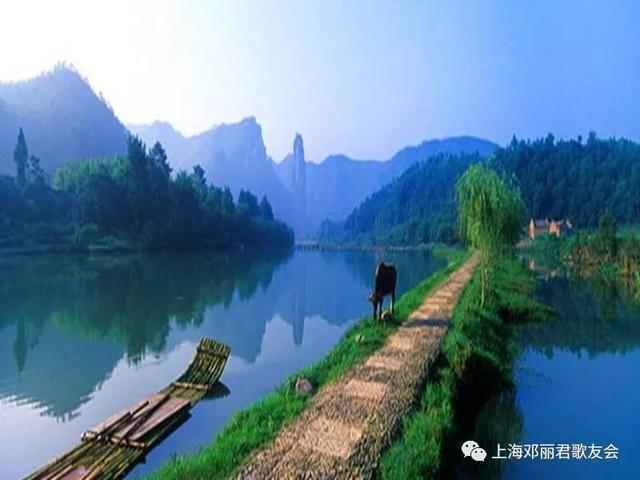 """早上9点前往丽水著名景点""""东西岩风景区〃, 午餐后返回上海温馨的家."""