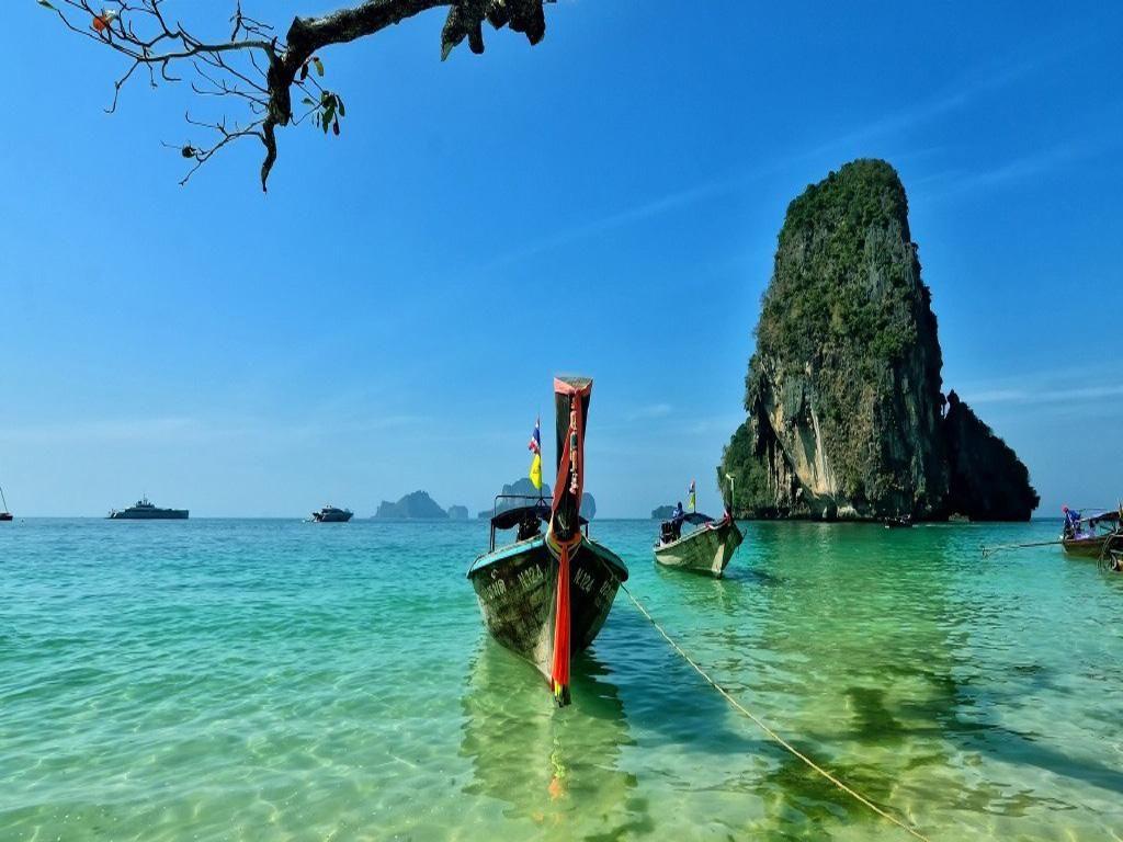 旅游 正文  普吉岛翻船事故再次将泰国旅游推向了风口浪尖,纵观整个