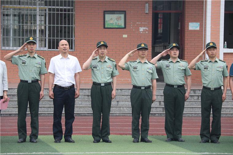 特别的六一礼物!国防教育名人真香通辽小学大餐图片