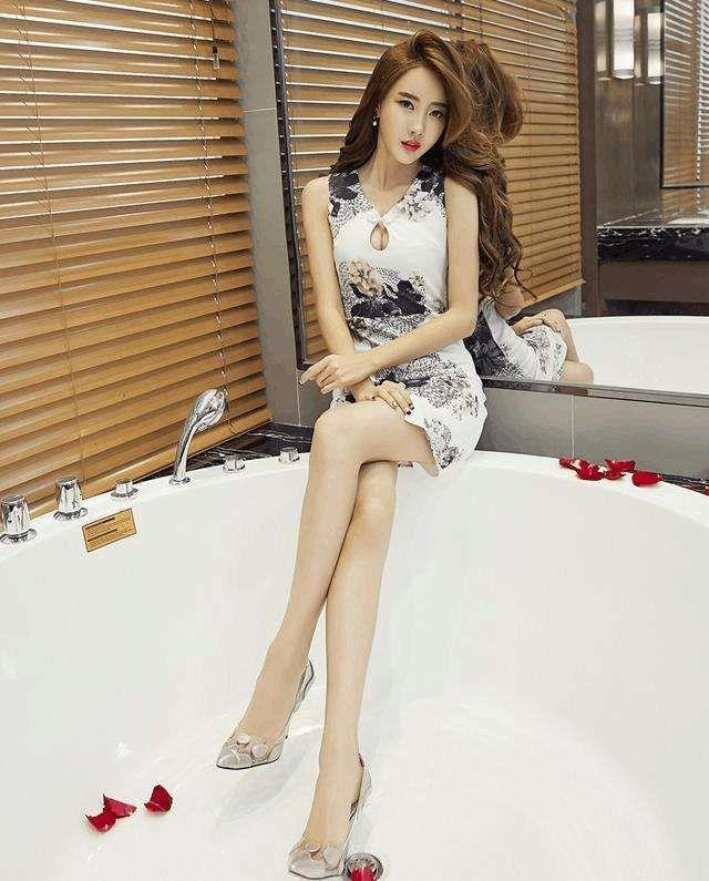 紧身包臀裙美搭,黑白配的小可爱,紧身的圆领小优雅