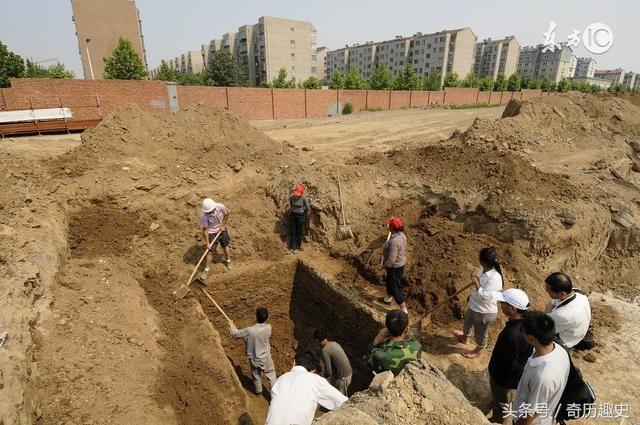 西安出土隋代古墓,棺木刻着四个大字,考古专家顿时手足无措