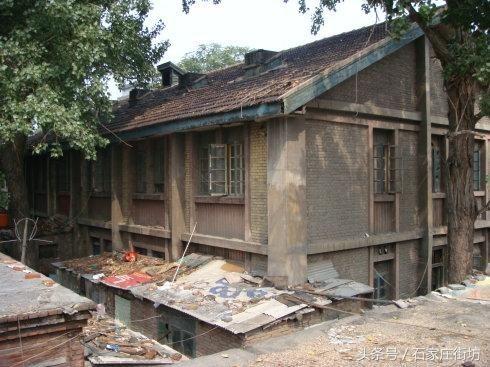 国内 正文  该建筑座北朝南,砖木结构,为中国北方传统式并带有民国