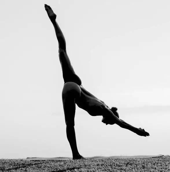 27岁女孩唯美裸体瑜伽,引全球60万人关注