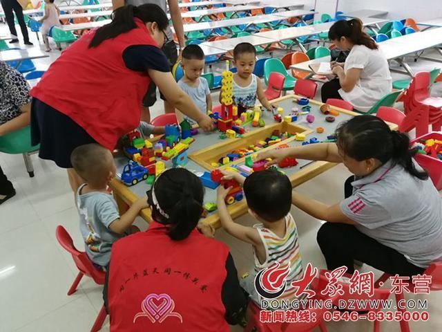"""东营区阳光幼儿园开展""""亲子乐高搭建""""志愿服务活动"""