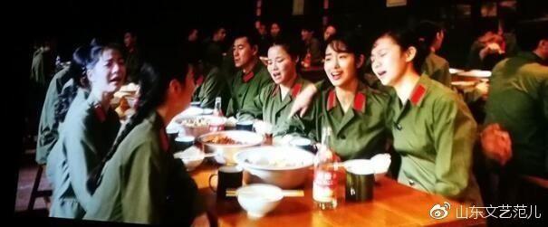 《芳华》:最美的歌舞致敬的最美的年华!
