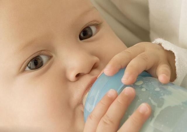"""水喝多了也会""""中毒""""这个阶段的宝宝,不能喝太多水"""