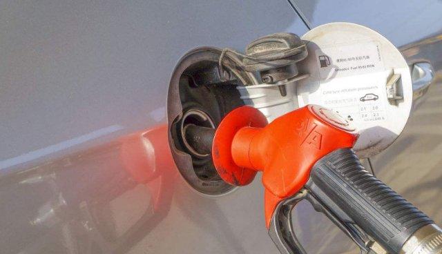 还每次加油都加200元?加油工都替你捏把汗:难怪你的车坏得快!