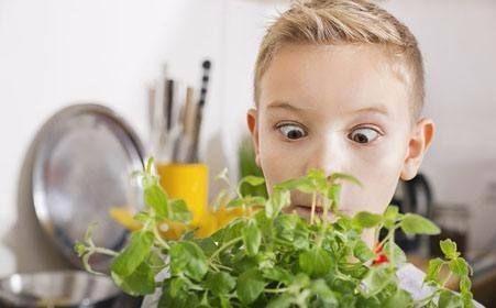 孩子患了斜视怎么办 日常护理要做到4点