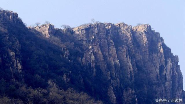 传统的旅游景点有城墙峡,黑龙潭,圆顶峰,水帘洞,海眼泉等五十多处