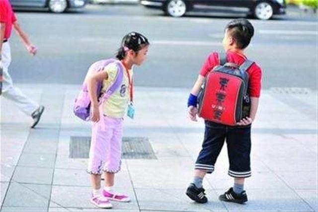 孩子总说幼儿园饭菜香,每次都能吃很多,亲眼看过后妈妈却有点懵