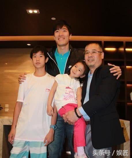 李宁创业故事_李宁退役后,夫妻俩又一起创业.
