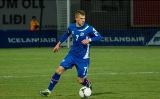 世界杯冰岛球员都是兼职的?门将还是可口可乐广告导演