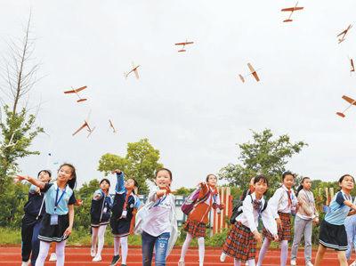 淮安盱眙县v学生学生年级自制放飞小队长小学飞机一小学图片