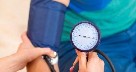 血压低压高难降下来怎么办?医生给出4个建议,比吃药效果还明显