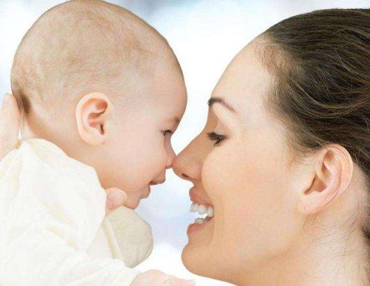 给宝宝抚触的10个误区 宝爸宝妈要留心
