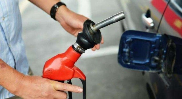 1升汽油等于多少千克?有人握10年方向盘都不懂:小心被加油站骗
