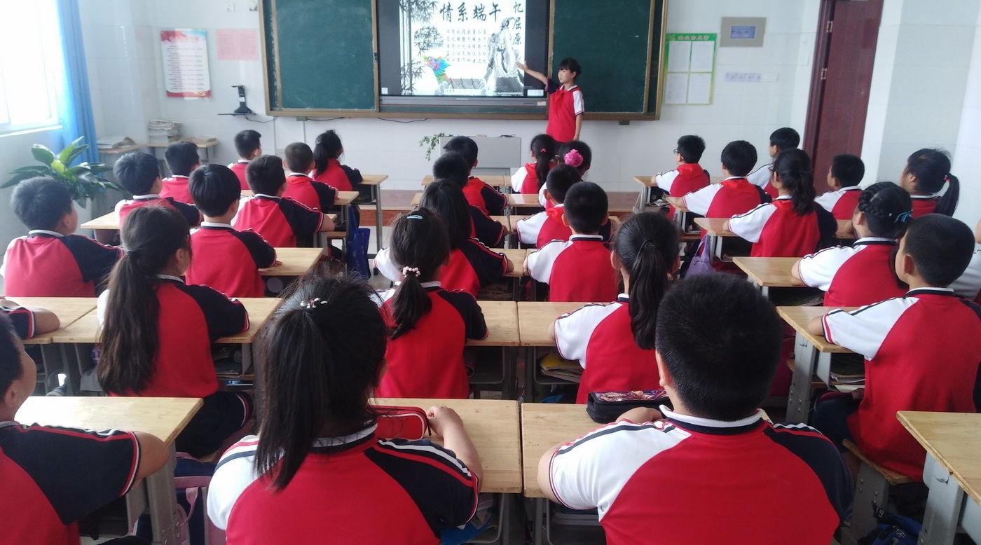 山东:小学生端午包诗词读小学追忆屈原加减速算粽子图片
