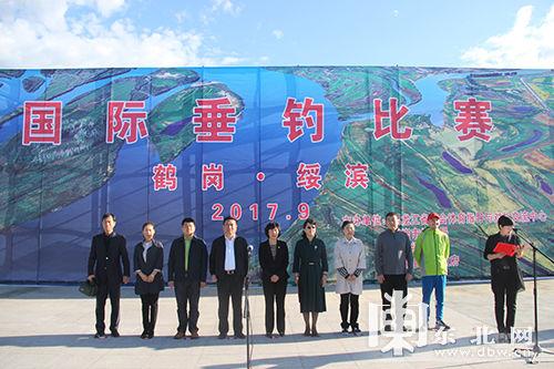 鹤岗市绥滨县举办垂钓比赛 百余名钓友竞技月牙湖畔