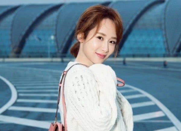 杨紫自爆上学的时候没人追?看到她的学生照,网友:换我也不追!
