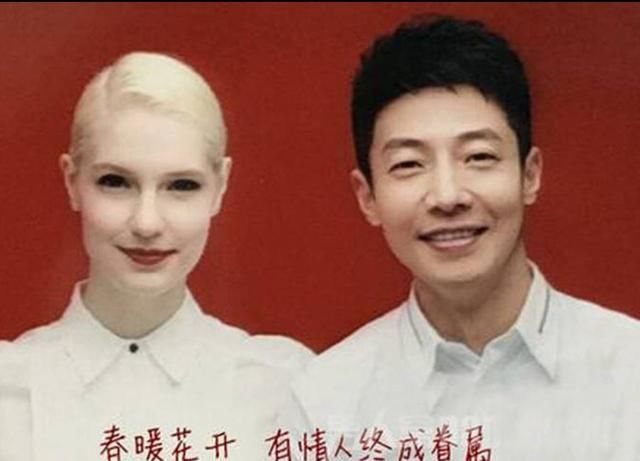 奶茶妹妹章泽天和京东老板刘强东结婚证件照,婚后的奶茶妹妹时尚感也图片