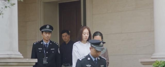 唐小米被抓,父亲认识到自己对女儿的忽视,她临走前回眸让人心疼