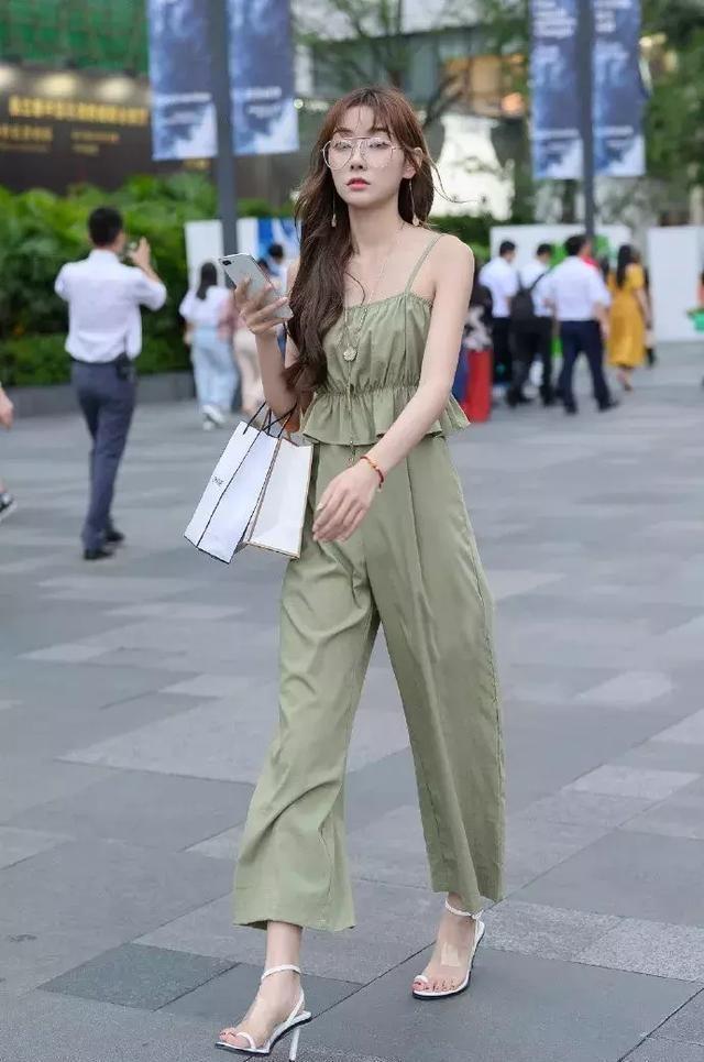 女性搭配高跟鞋,让自己轻松应对各种场合