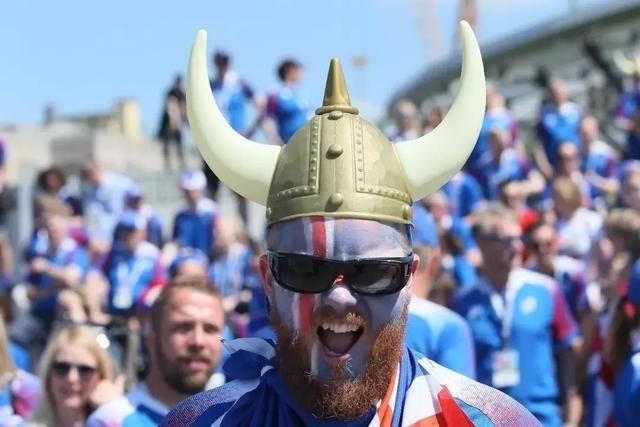 神奇的冰岛队兼职来踢世界杯!还有更神奇的是冰岛的自然风光