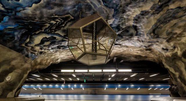 斯德哥尔摩地铁站,感觉完全像是走进了艺术展!