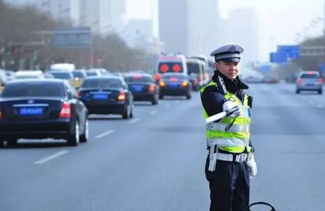 湖州交警发布大数据:湖城一年新增11万辆汽车驾驶人数破百万