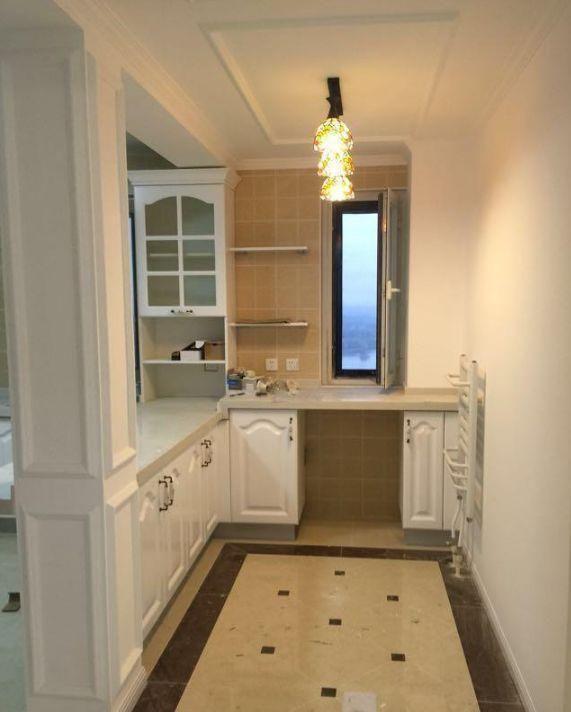 厨房算是半开放式,不打算安装门,到时候可以挂个漂亮的门帘,和整体