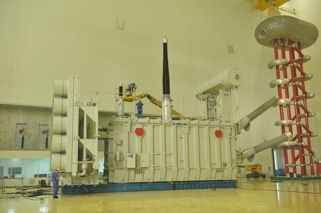 保变电气高质量完成国内首台最高电压柔直变压器