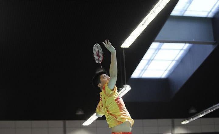 业余羽毛球技巧:少起高球,少压低球,多打平抽球