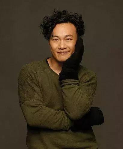 微斜刘海的蓬松短发设计 较好修饰额头 既简单又不过于张扬 暖男必备图片