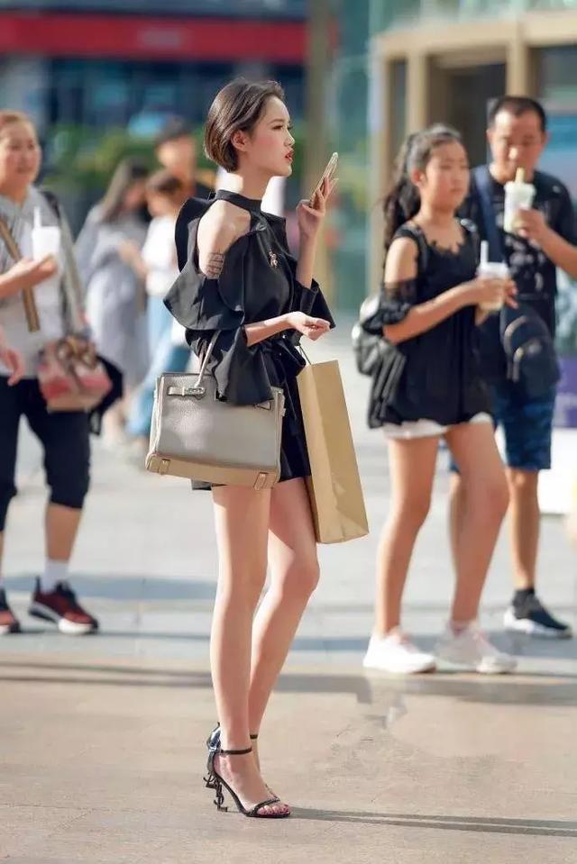 女生搭配高跟鞋,穿出不一样的自我